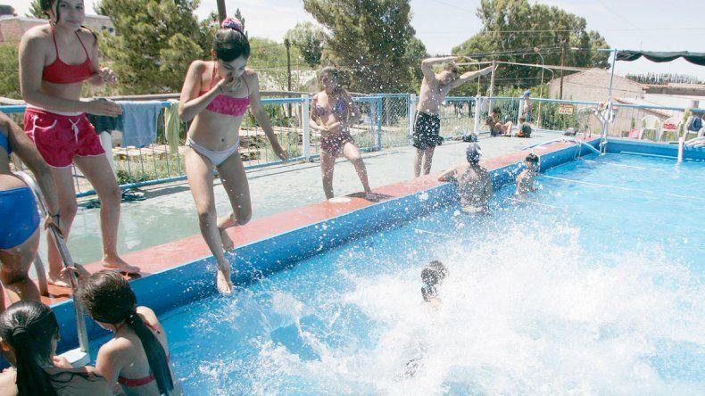 En Centenario, los chicos disfrutan la colonia de verano