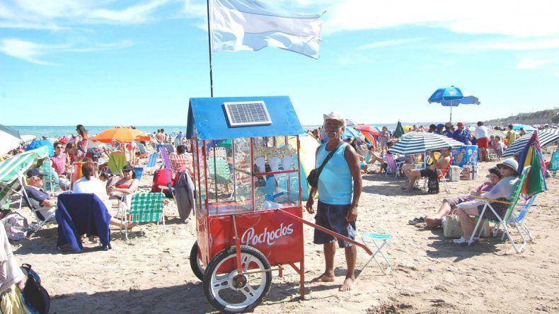 El pochoclero José Rojas comenta que la gente lo felicita porque su método de elaborar el tradicional producto no afecta el medioambiente.