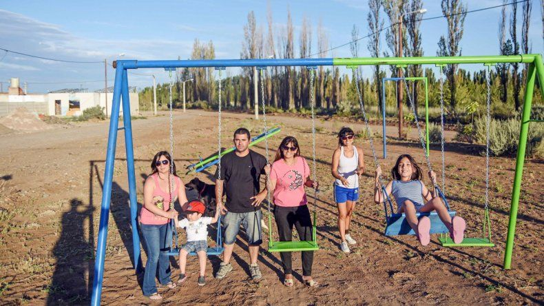 El flamante barrio ahora tiene un espacio verde para que disfruten grandes y chicos.