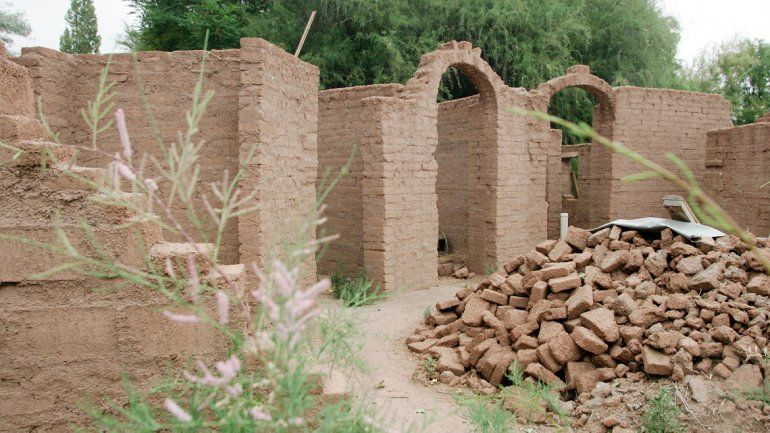Cerca de Nueva España hay varias viviendas de barro. Daniel Domínguez es uno de los precursores de este tipo de casas