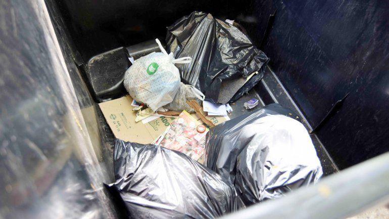 La gente deberá acostumbrarse a convivir con un solo cesto de basura en la calle
