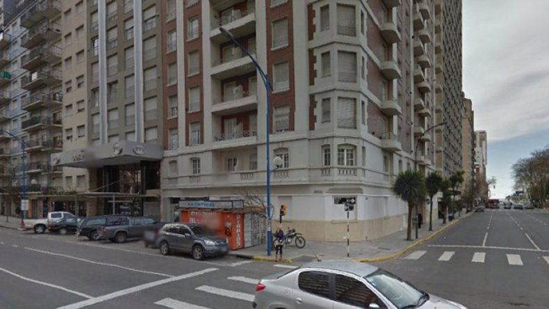 Un perro cayó de un piso 23 sobre una turista y sobrevivieron