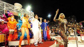 Verónica Ojeda calentó el carnaval de Gualeguaychú con un bodypainting