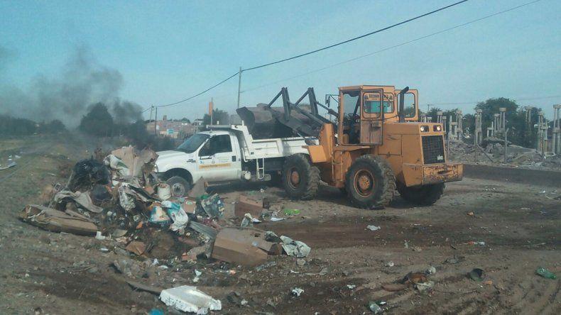 Volvieron a quemar los contenedores y el Municipio decidió retirarlos