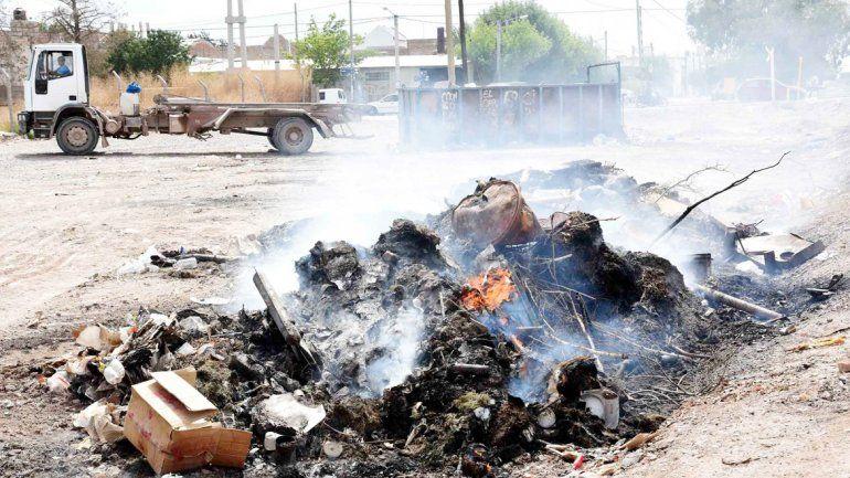 El humo espeso afectó a muchos vecinos que viven en las inmediaciones.