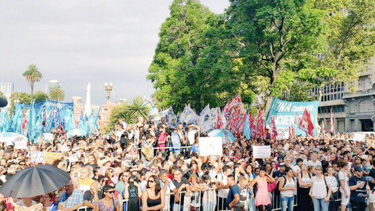 Los manifestantes en Plaza de Mayo.