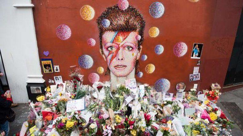 Santuario. Cientos de personas se han acercado al mural de David en Brixton (ciudad donde nació) para rendirle homenaje.