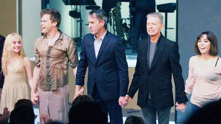 Bowie junto al director del musical Lazarus