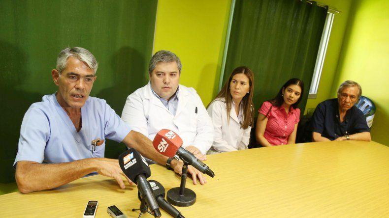 El equipo médico en pleno. Difundió el caso con la finalidad de dar a conocer esta patología y ayudar a prevenirla.