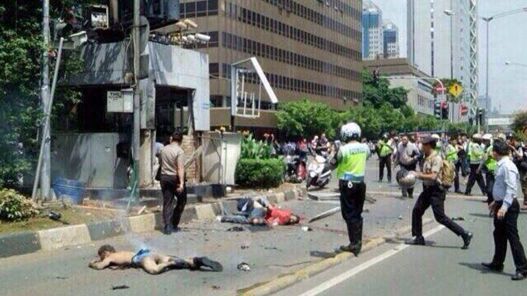 Al menos siete muertos en explosiones y tiroteo en Indonesia