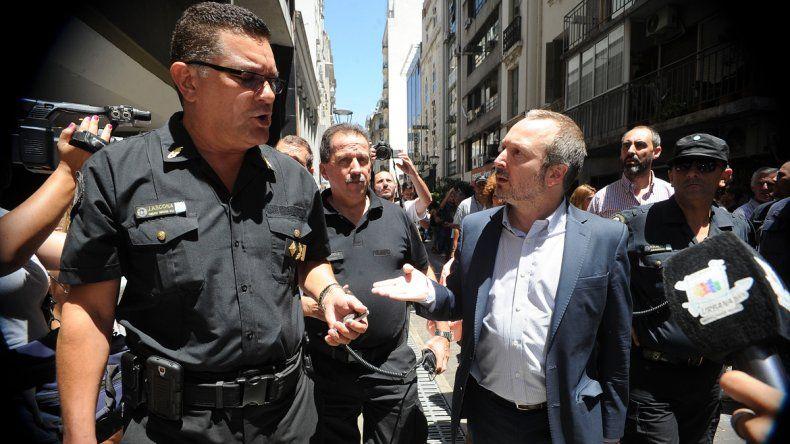 el piquete policial solo contó con cuatro policías y el comisario de la zona.