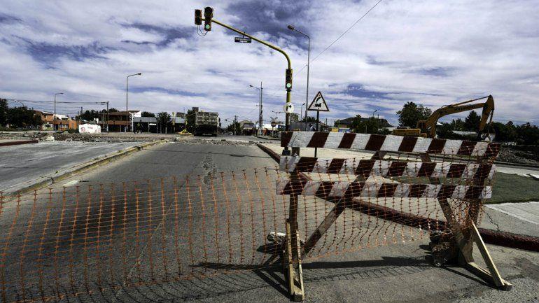 El tránsito en la calle Illia continúa bloqueado por las obras del EPAS