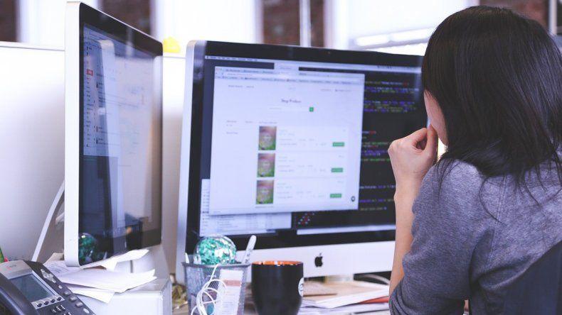 2007 El año en el que un ingeniero rumano fue despedido por chatear en el trabajo.