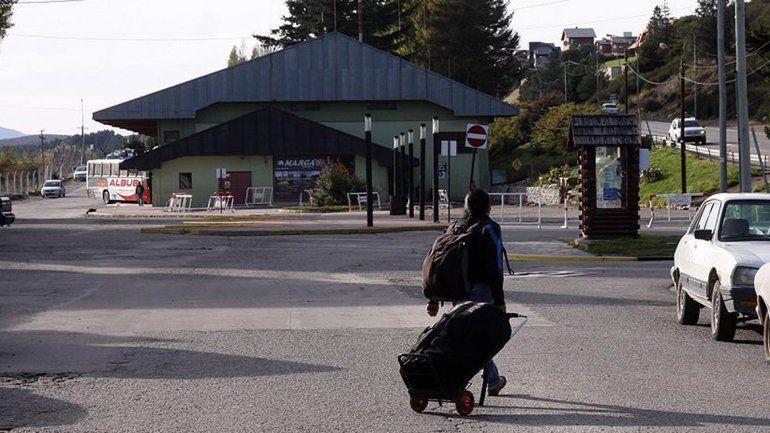 Un neuquino robó a dos pasajeros y al llegar a destino lo detuvieron