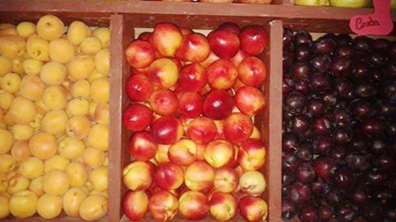 Muchos neuquinos se quejan del precio de las frutas de estación.