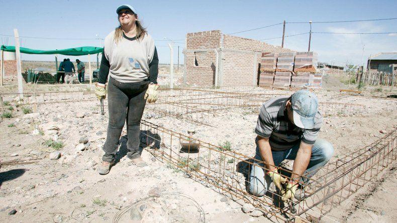 Fabiana es docente de una escuela especial y se hace su casa propia.