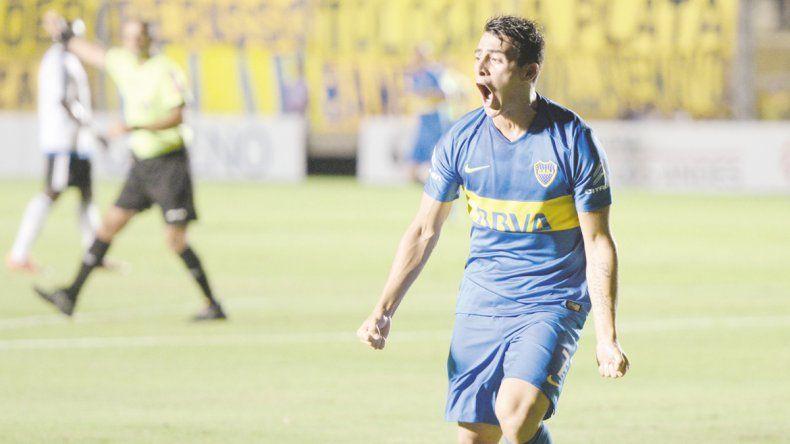 Pavón festeja el segundo gol de Boca tras una gran asistencia del pibe que ayer debutó.