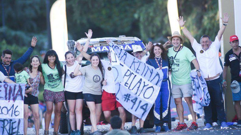 El equipo. La llegada de Alicia Reina a Rosario y toda la gente que la acompañó en su tercera experiencia en el rally.