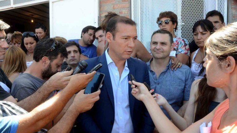 El gobernador hizo un recorrido en el oeste de la ciudad. Confirmó al ex gobernador y anunció obras.