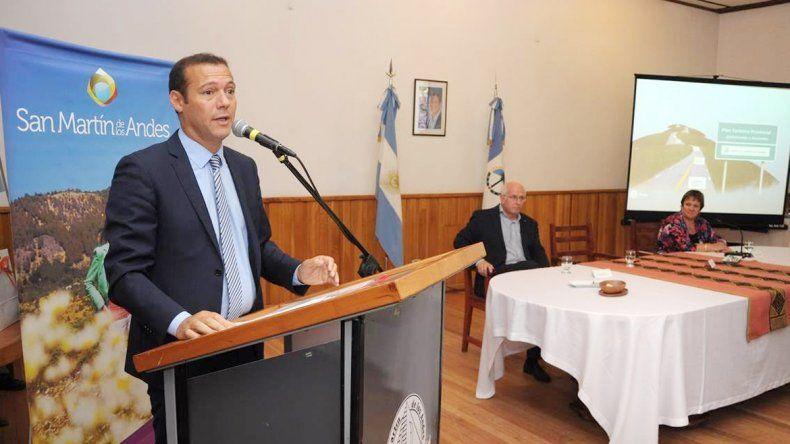 El gobernador Omar Gutiérrez anunció obras por 130 millones de pesos.