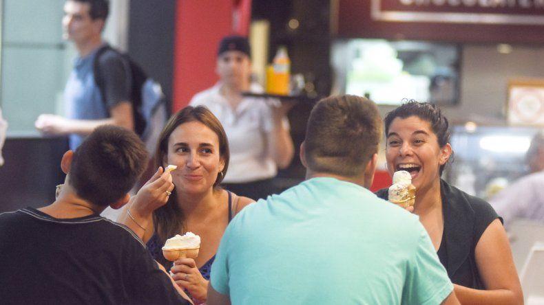 En la ciudad los consumidores de helado eligen los gustos tradicionales.