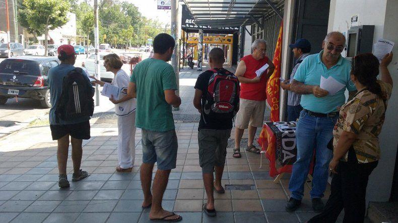 El calor no frenó la campaña del Partido Obrero contra el tarifazo