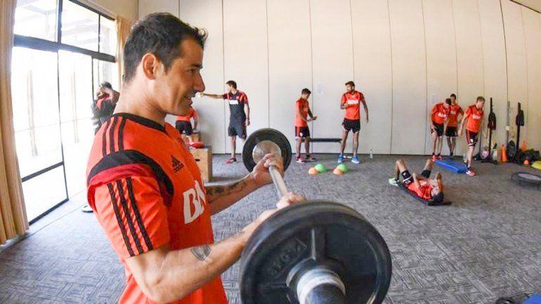 Rodrigo Mora pudo solucionar su tema con la Justicia uruguaya y sueña con volver a marcarle a Boca.