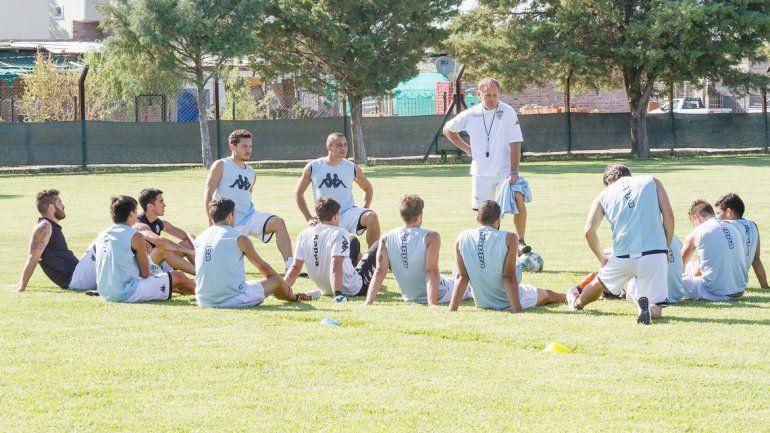 Homann tuvo una charla técnica con trece jugadores. Después