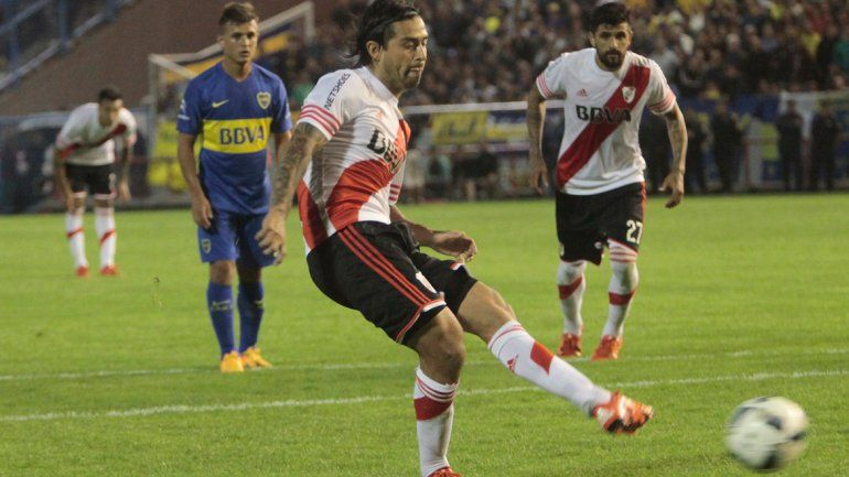 Pisculichi no dudó y convirtió el gol del triunfo desde el punto de penal. Al igual que en la semifinal de la Sudamericana 2014