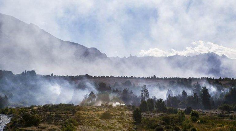 Densas humaredas se veían ayer en dirección a las cumbres del cordón Situación