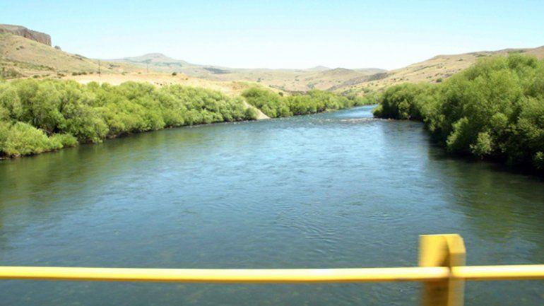 Un gendarme salvó a su hijo del río, pero se ahogó