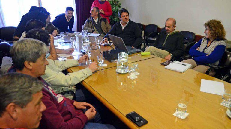 Gutiérrez convocó a los gremios a una mesa salarial para el 15 de febrero