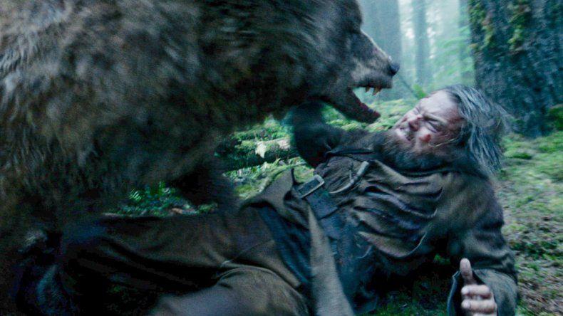 La pelea de DiCaprio con la osa es una de las escenas más salvajes del film.