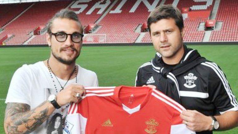 Osvaldo y Pochettino en la presentación del jugador en el Southampton. Estuvo seis meses y se fue a la Juve.
