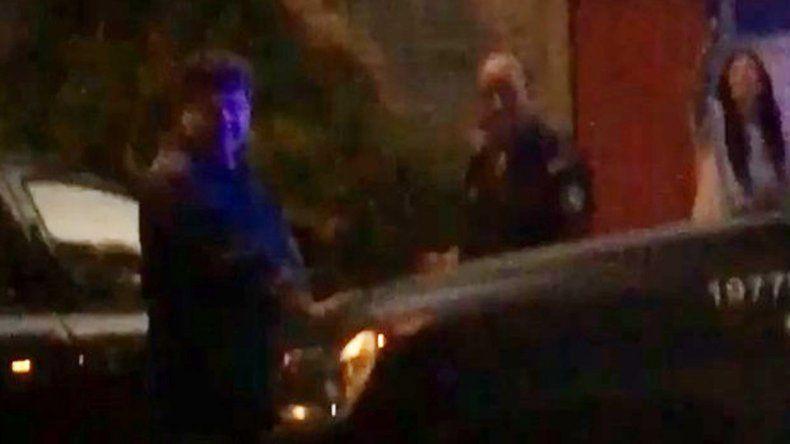 Los vecinos de Lomas de San Isidro decidieron llamar a la Policía para que interviniera en la bochornosa situación.