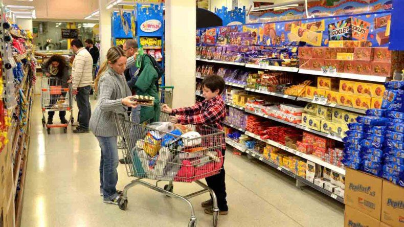 Los súper y shoppings no abrirán sus puertas el lunes