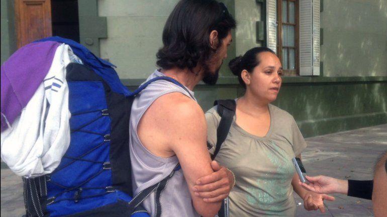 Daniel y Yanina de El Huecú reclaman su casa.