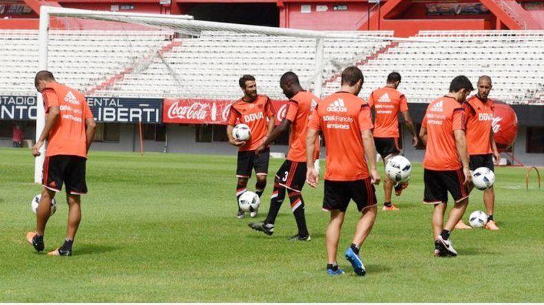 River volvió a entrenar en el Monumental después de 54 días. Esta tarde viaja a Mendoza para jugar con Boca.