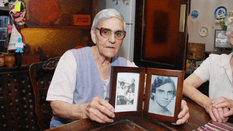 Inés Ragni y el recuerdo de su hijo Oscar.