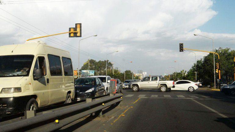 El corte de electricidad afectó semáforos en la Ruta 22.