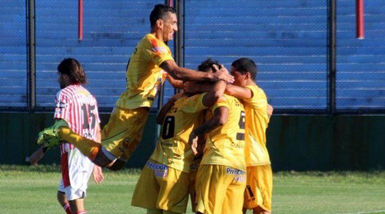 El ex delantero albinegro comenzó con el pie derecho en el Nacional B.