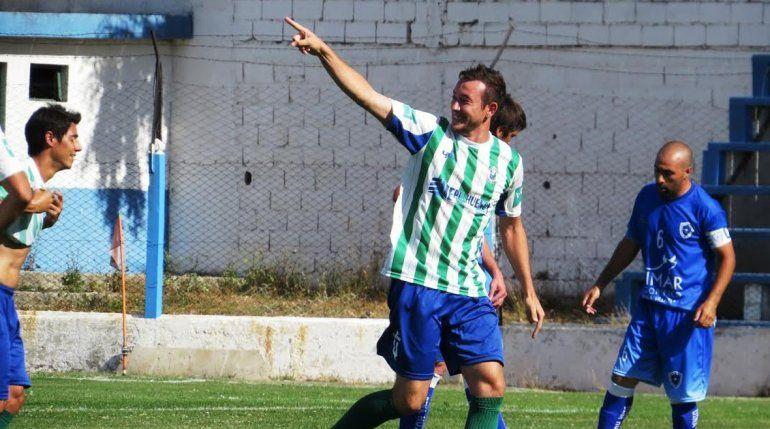 Javier Delpiano celebra su gol. El defensor fue uno de los refuerzos para esta temporada.