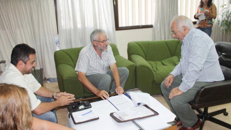 Plottier firmó el convenio con la Subsecretaría de Obras Públicas.