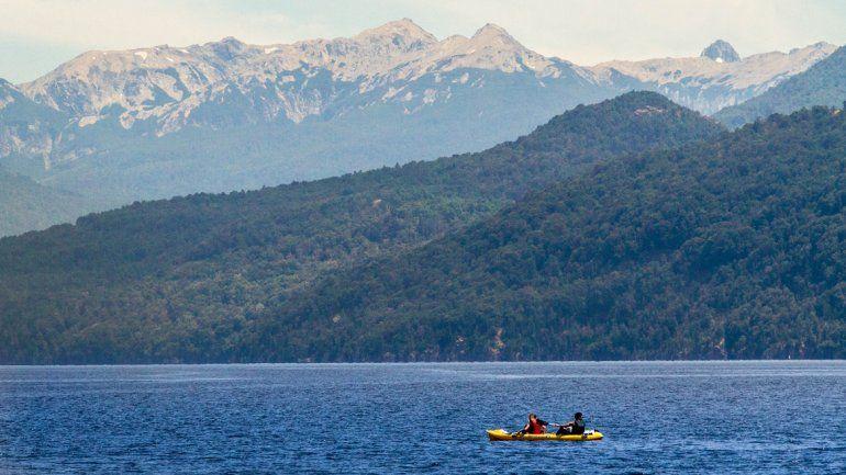 Las actividades acuáticas son de las preferidas en el lago Lácar.