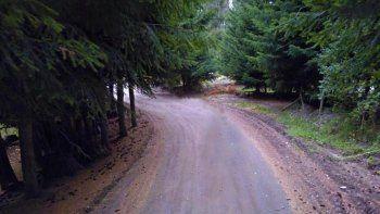 La estrecha calle de Villa La Angostura donde se produjo el intento de abuso.
