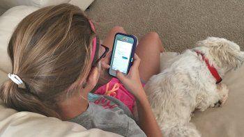Una investigación de la Dirección de Deportes de la Provincia revela que los chicos pasan mucho tiempo con el celular, la TV y la computadora.