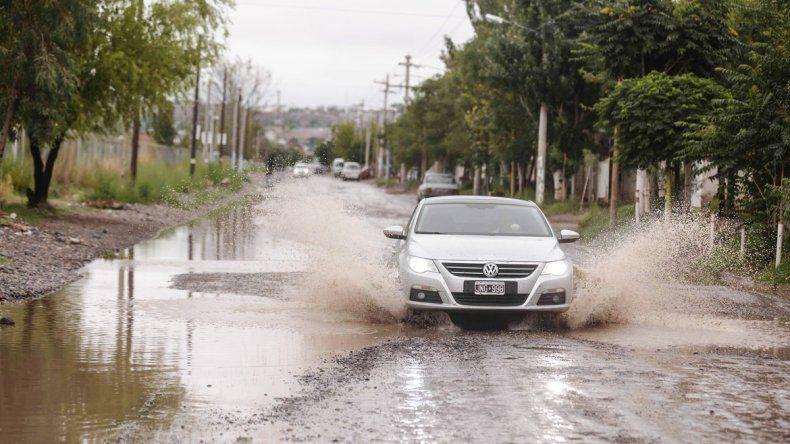 Postal reiterada. Las calles anegadas por una precipitación.