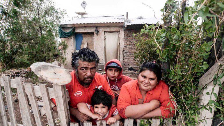 Juan Carlos y Gloria. Se conocieron juntando bolsas y tienen tres hijos.