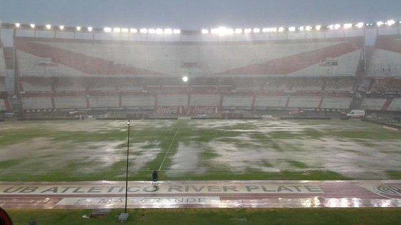 Por las fuertes lluvias, suspendieron el partido de River y Quilmes
