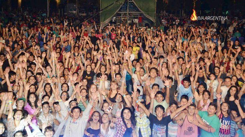 El año pasado se reunió una multitud de chicos y chicas en Cipolletti.